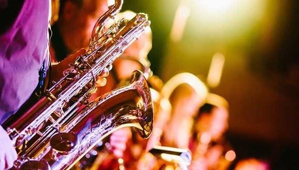Dünyanın dört bir yanında müzisyenler evde konser veriyor