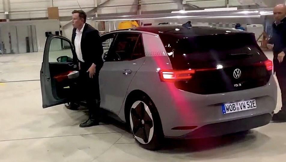ElonMusk, elektrikli Volkswagen ID.3'i test etti