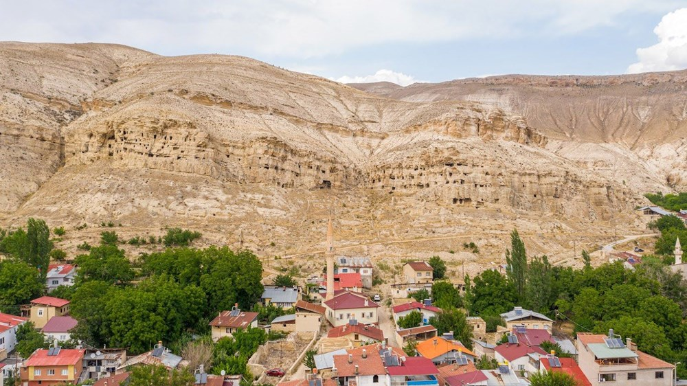 Sivas'ın 4 bin yıllık Hititler dönemi 'apartman mağaraları' ilgi çekiyor - 8