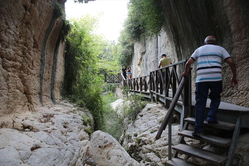 Antik dönemin mühendislik harikası: Bin esire yaptırılan 'Titus Tüneli'ne turist akını - 25