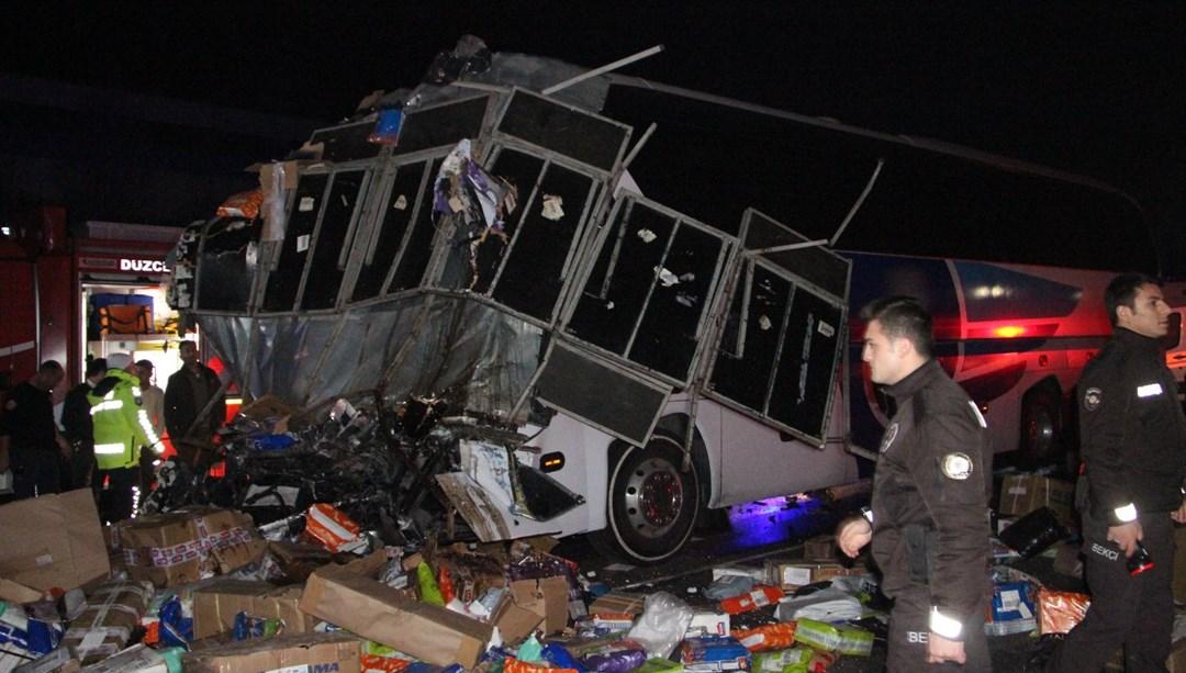 Düzce'de otobüs TIR'la çarpıştı: 2 ölü, 35 yaralı