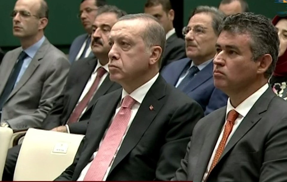 Erdoğan ve Feyzioğlu, 2014 yılında Danıştay'ın kuruluş yıldönümü toplantısında yaşanan gerilimin ardından ilk kez bir araya geldi. İki yıl önce Danıştay'ın kuruluş yıldönümü töreninde, Feyzioğlu'nun konuşmasının uzamasına Cumhurbaşkanı Erdoğan tepki göstermiş ve toplantıyı terketmişti.