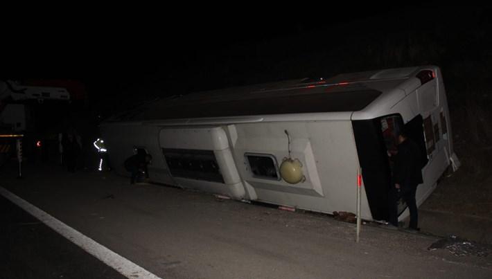 Osmaniye'de yolcu otobüsü devrildi:25 kişi yaralandı