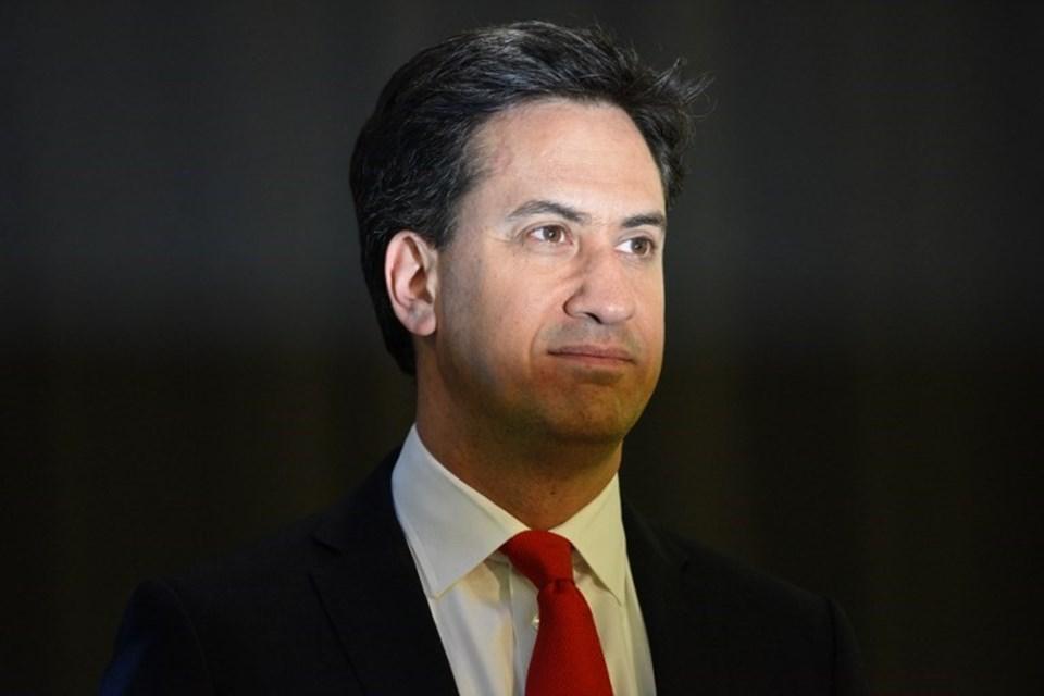Ed Miliband'ın liderliği sallantıda. İşçi Partisi'nin oyları bu seçimde de yükselmedi. Miliband en ağır yenilgiyi ise oy deposu olarak gördüğü İskoçya'da aldı.