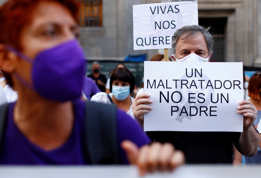 İspanya'yı sokağa döken cinayet: Bir ve altı yaşlarındaki iki kızını öldürüp okyanusa attı - 10