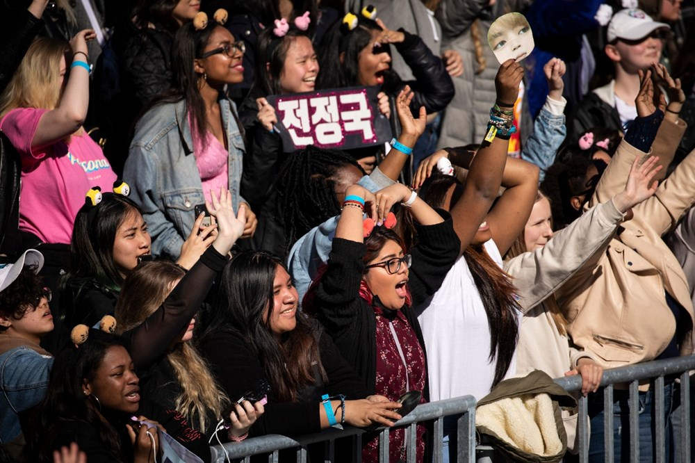 ARMY'ler BTS için yılda bin dolar harcıyor - 3