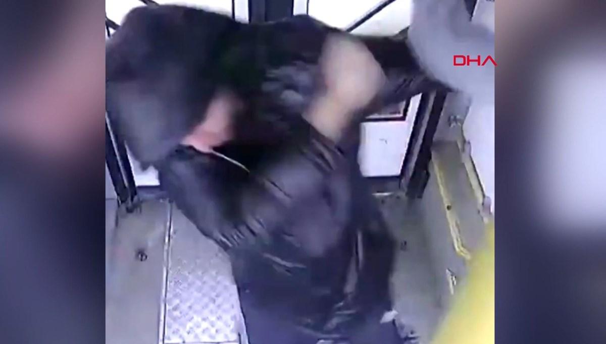 Rusya'da otobüs görevlisi ile yolcular arasında maske kavgası