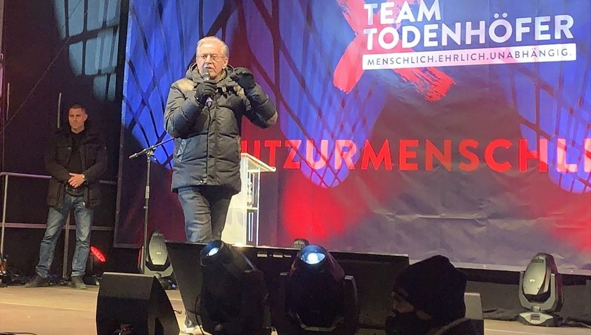 Merkel'in partisinden ayrılan 80 yaşındaki eski vekilparti kurdu