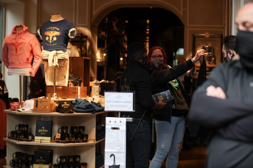 Harry Potter mağazası açıldı: Yağmur altında uzun kuyruk | NTV