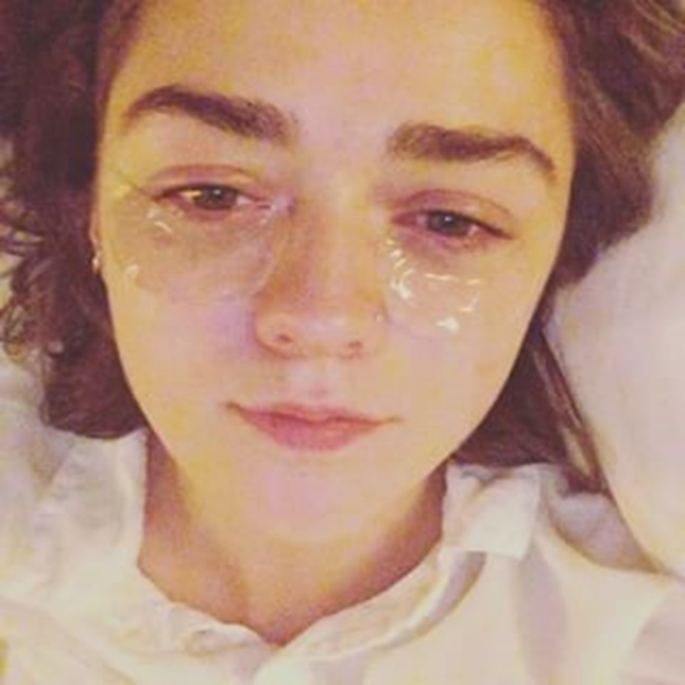 Dizide Arya Stark'ı canlandıran genç yıldızın bu pozu kısa sürede binlerce kişi tarafından paylaşıldı.