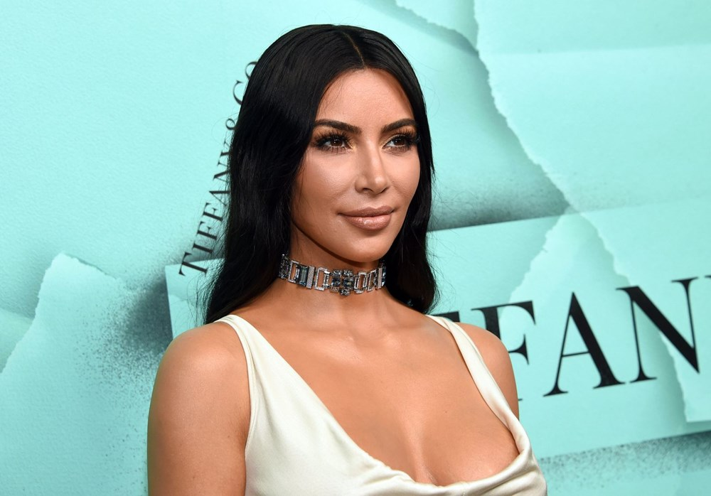 Kim Kardashian'ın imzasındaki ayrıntı - 5