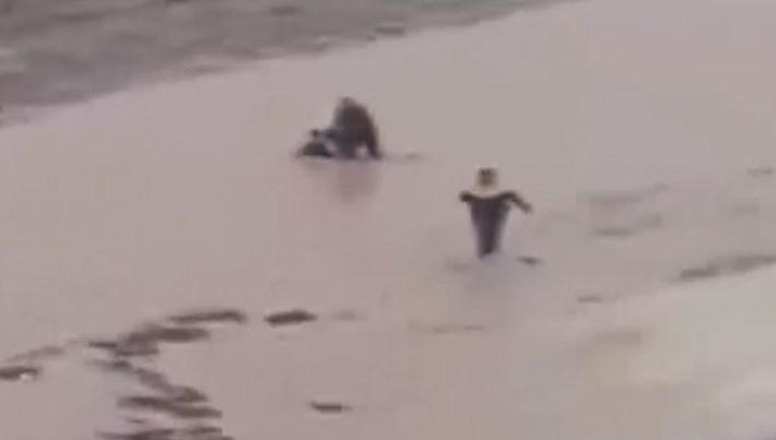 Adana'da 10 yaşındaki çocuk sele kapıldı