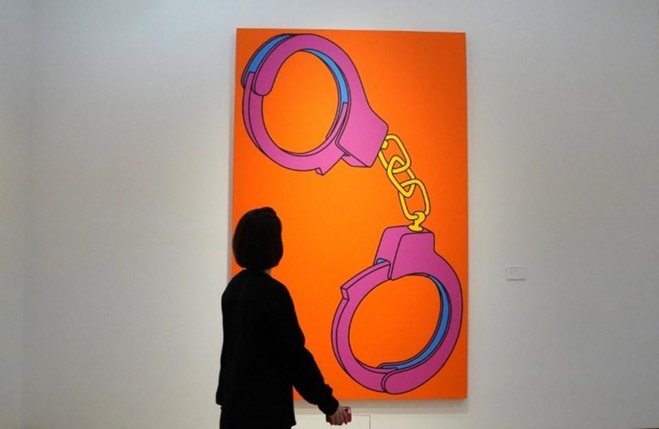 Michael Craig-Martin'in satışa çıkan Handcuffsisimli tablosu