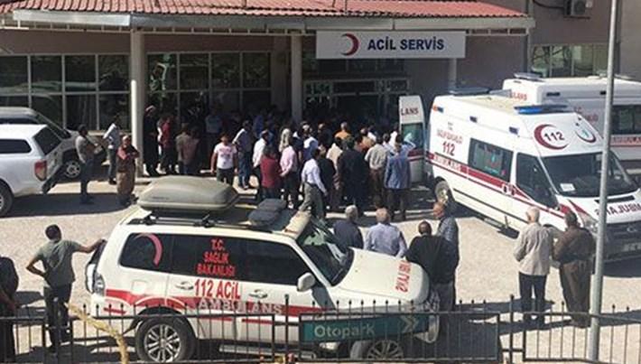 Hakkari'de öğrenci servisi şarampole devrildi: 2 ölü, 5 yaralı
