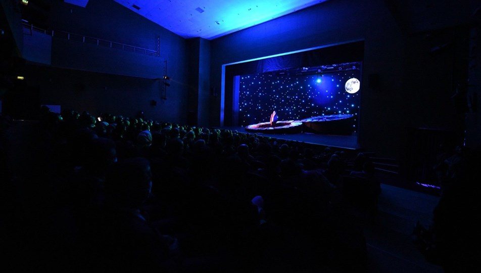 Ankara'nın en büyük tiyatro salonu olan Devlet Tiyatroları Pursaklar Sahnesi açıldı