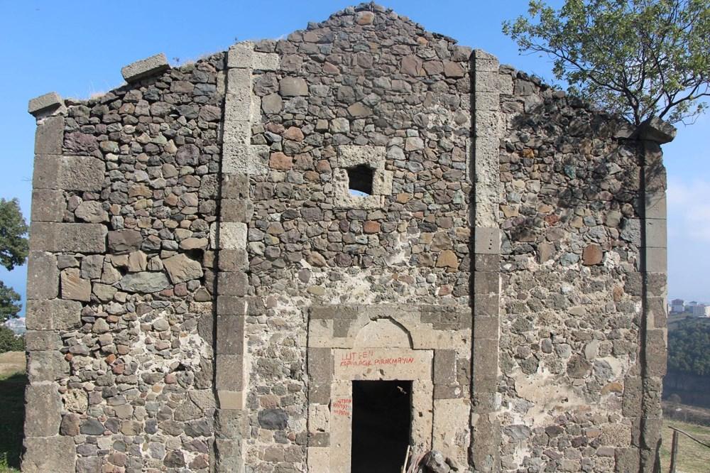 Defineciler tarihi kiliseyi talan etti - 14