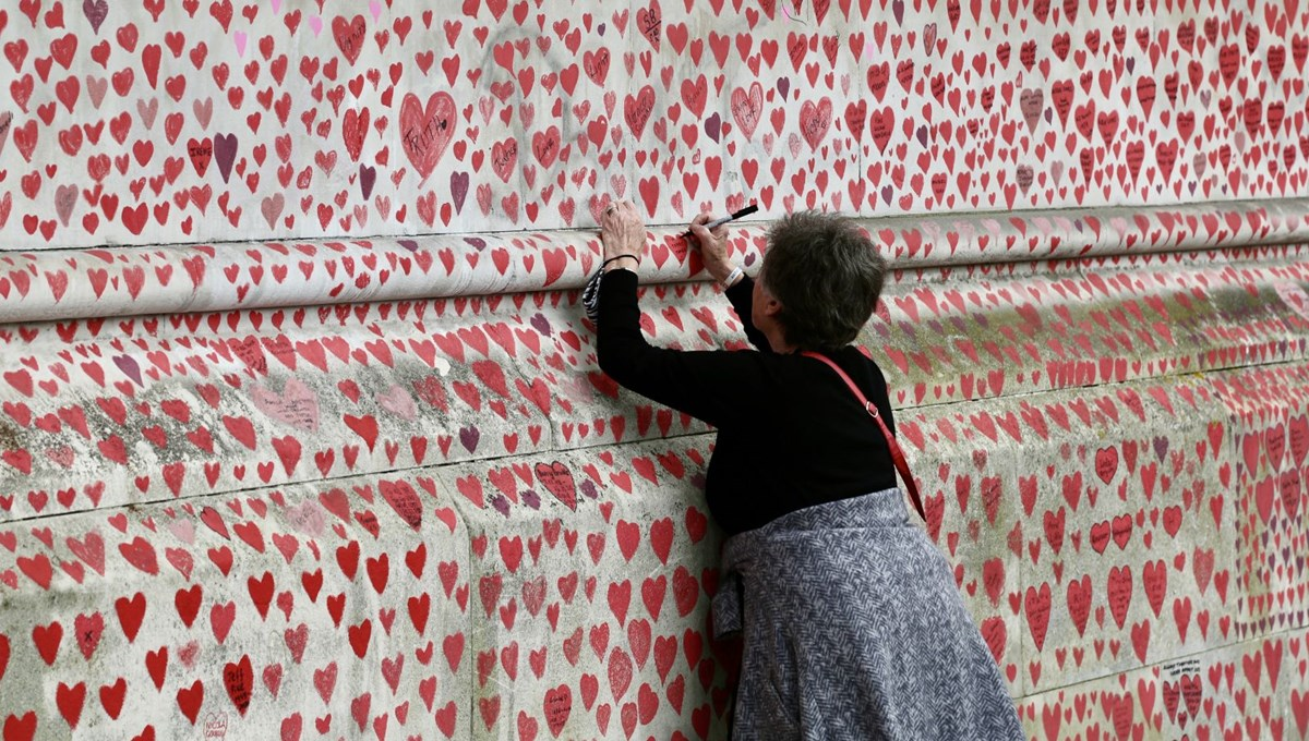 150 thousand hearts in memory of Covid-19 victims