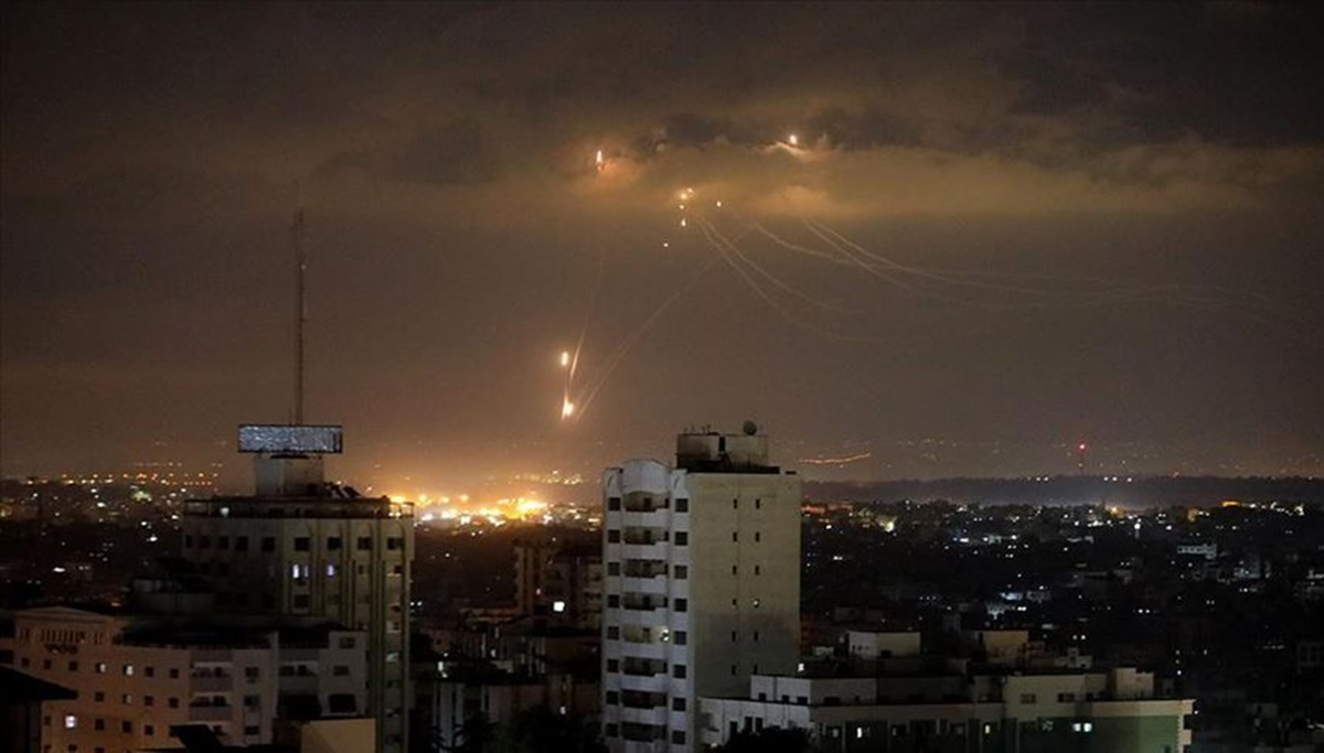 İsrail Gazze'de Hamas'a ait bazı noktaları vurdu