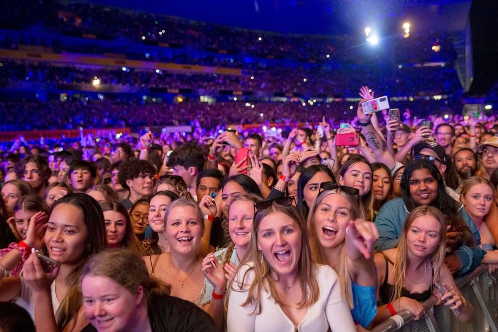 Dünya karantinadayken Yeni Zelanda'da 50 bin kişilik konser - 2