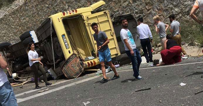 Muğlada tur otobüsü şarampole devrildi