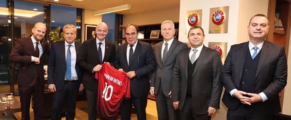 FIFA Başkanı'ndan TFF'ye ziyaret