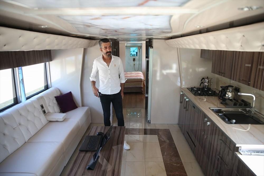 Gezme tutkusuyla hayallerinin peşinden gitti: Otobüsü lüks karavana dönüştürdü - 2