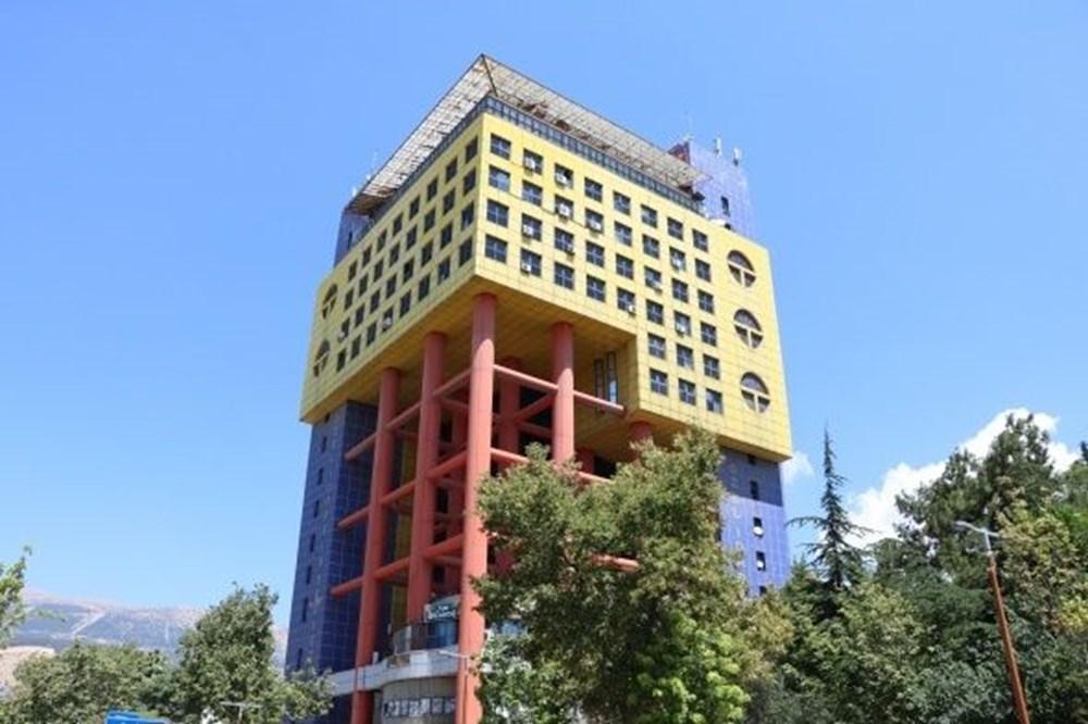 Dünyanın en saçma binası yıkılacak - 1