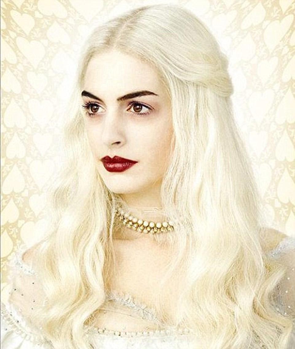 Ak Kraliçe: Anne Hathaway