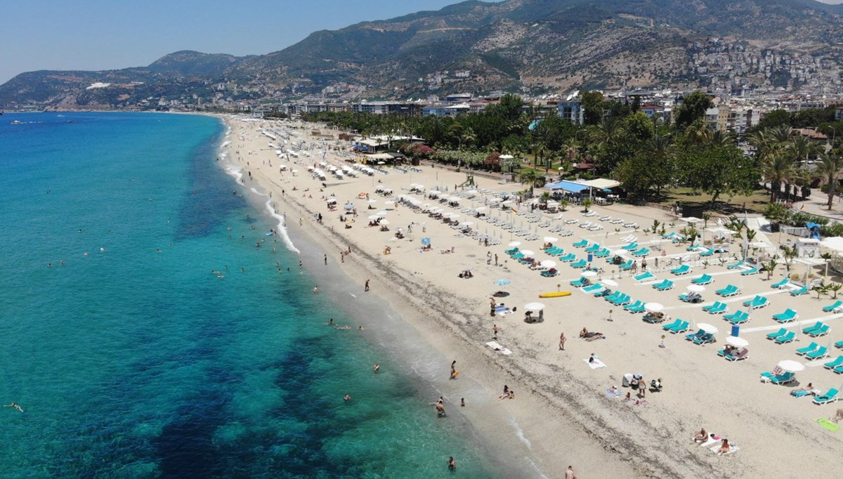 The temperature in Antalya is 29 degrees!  People flocked to the beaches