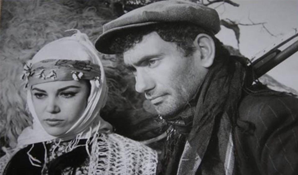 Duru'nun yönettiği İnce Cumali'de Yılmaz Güney ve Tijen Par rol almıştı.