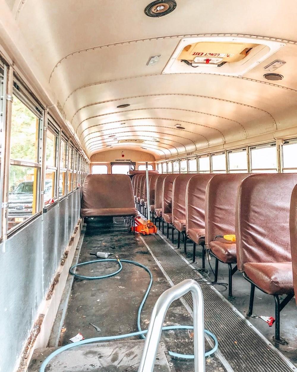 İşlerinden istifa edip karavana çevirdikleri okul servisiyle dünya turuna çıktılar - 2