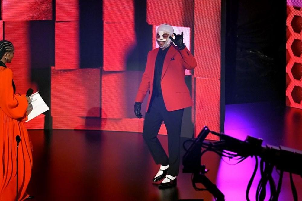 The Weeknd yüz bandajı kullanmasının nedenini açıkladı - 5