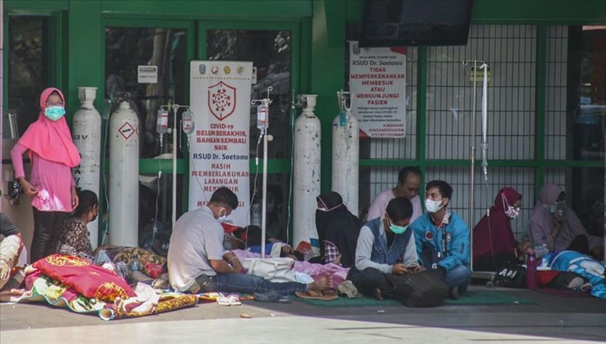 Endonezya'da 2 bin 970 Covid-19 hastası evlerinde tecrit altında hayatını kaybetti