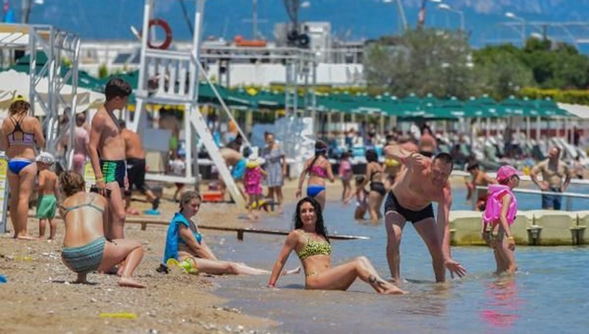 Antalya sahillerinde Rus turist yoğunluğu