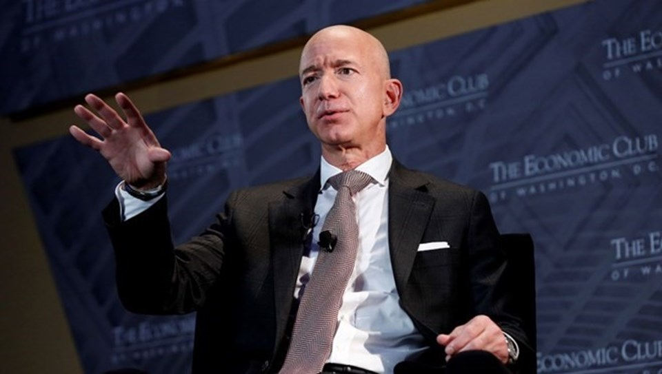 182 milyar dolar kişisel serveti ile dünyanın en zengin insanı olan Jeff Bezos,yılın üçüncü çeyreği itibariyle görevini Andy Jassy'ye devredecek.