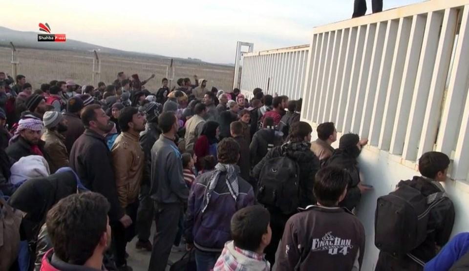 Esad rejimi ile Rusya'nın Halep'e düzenlediği son saldırı 50 bin insanın kaçmasına neden oldu. Sığınmacıların büyük bir kısmı Türkiye sınırında bekletiliyor.