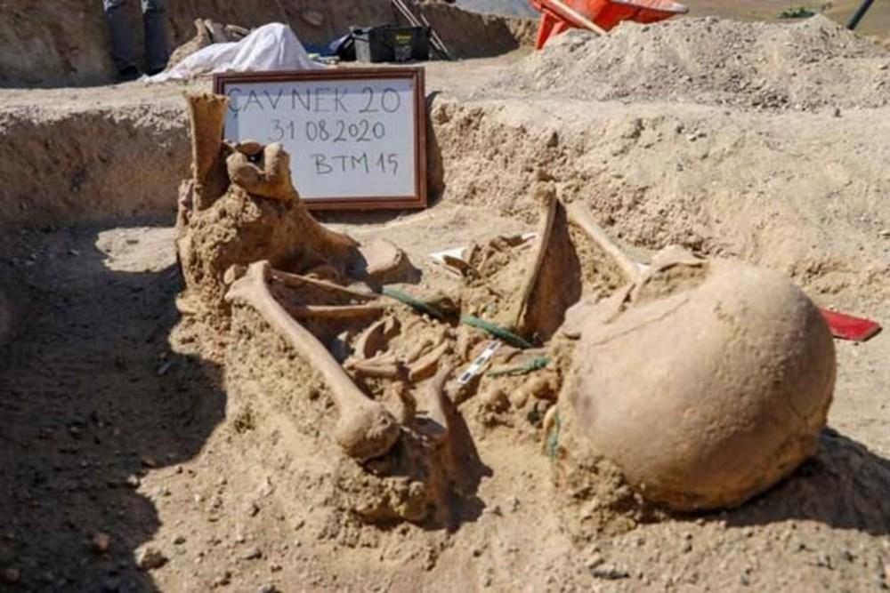 Takılarıyla gömülmüş Urartulu kadın mezarı ortaya çıkarıldı - 7
