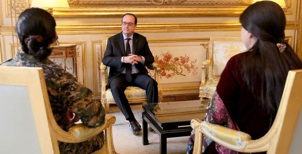 Hollande'ın PYD üyeleriyle görüşmesi Fransa Cumhurbaşkanlığı Sarayı'nın sitesinde yayınlanan fotoğraflarla duyuruldu.