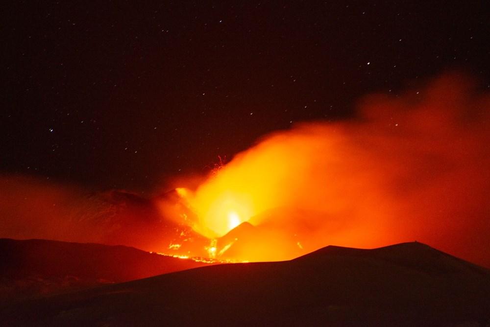 Etna Yanardağı yeniden faaliyete geçti - 1