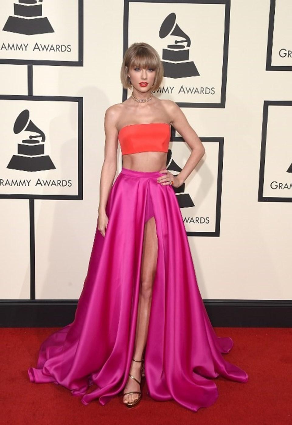 26 yaşındaki şarkıcı, Forbes'a göre kısa sürede yakaladığı başarı nedeniyle 220 milyon dolarlık bir servetin sahibi oldu.