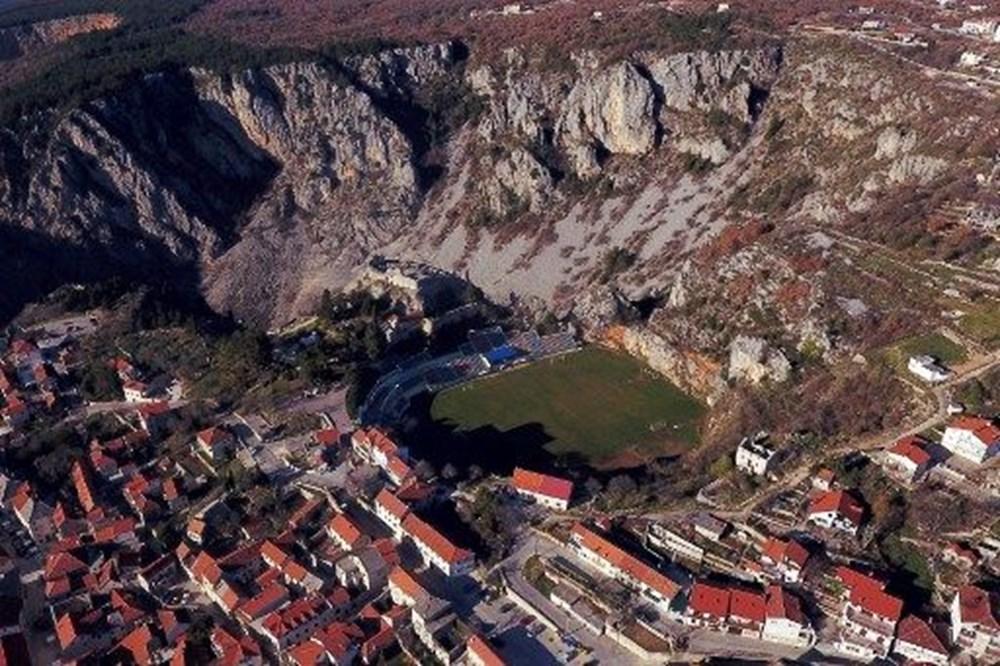 Dünyanın en ilginç futbol sahaları - 3