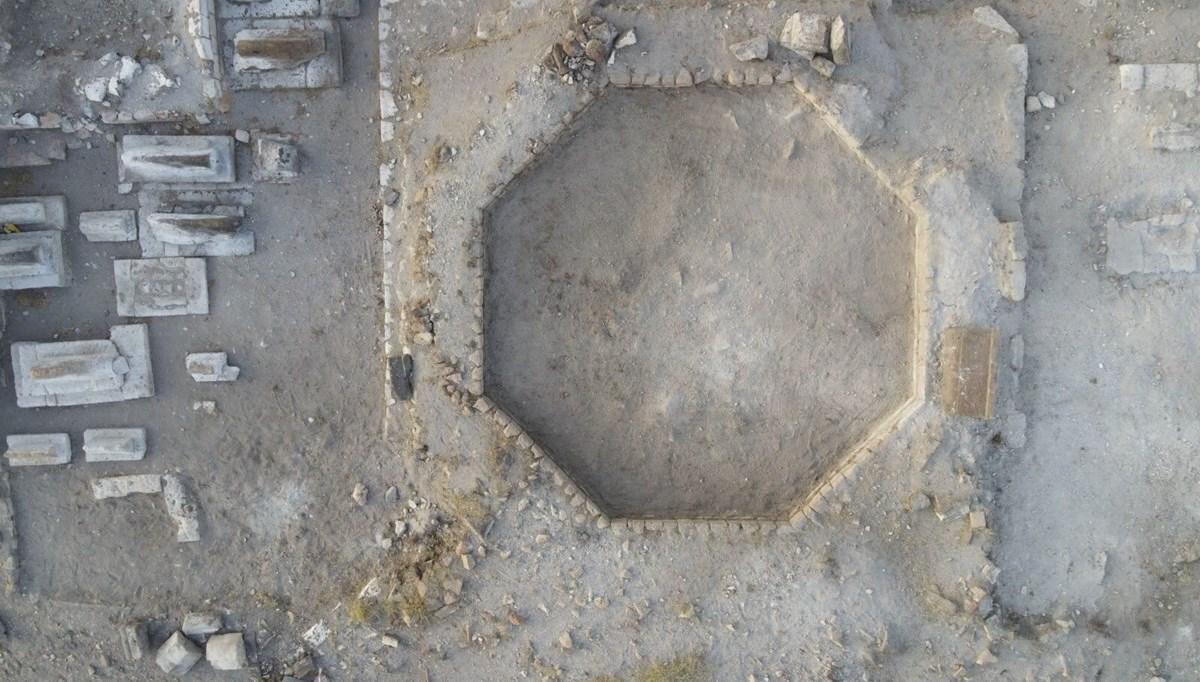 Ani'de Selçuklu Mezarlığı'nın havadan görüntüleri