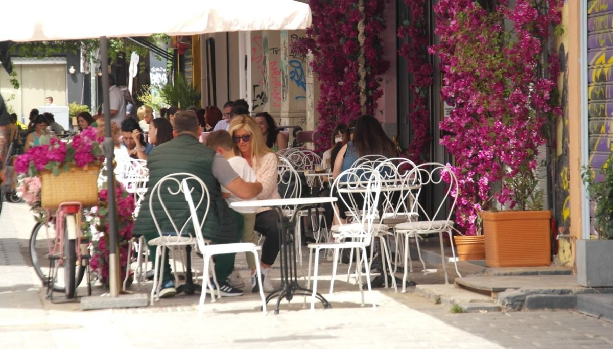 Normalization step in Greece: cafes and restaurants reopened