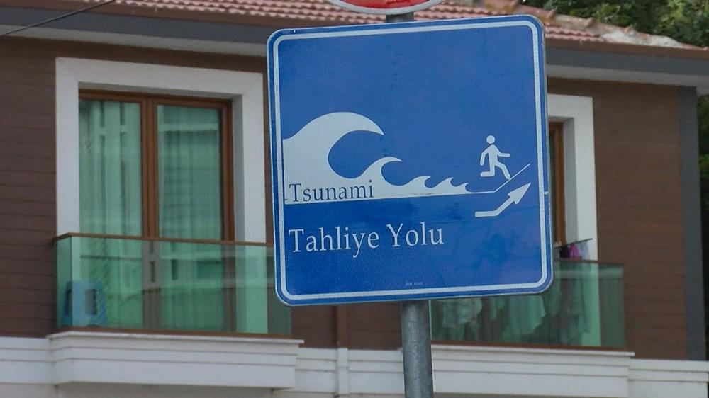Tanda 'Lari dari tsunami' di Istanbul - 8