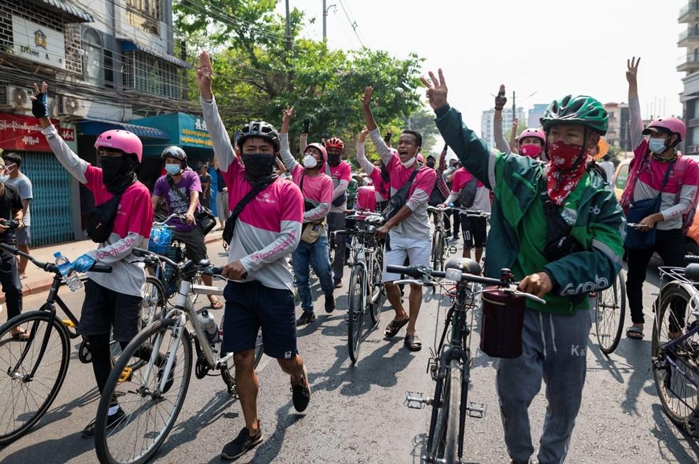 Myanmar'da on binlerce kişi cuntaya meydan okudu - 6