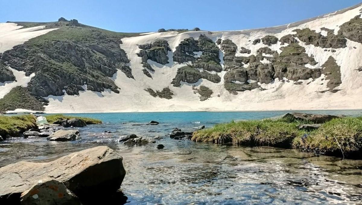Buz pistine dönmüştü: Sıcak havalar dev gölü çözdü