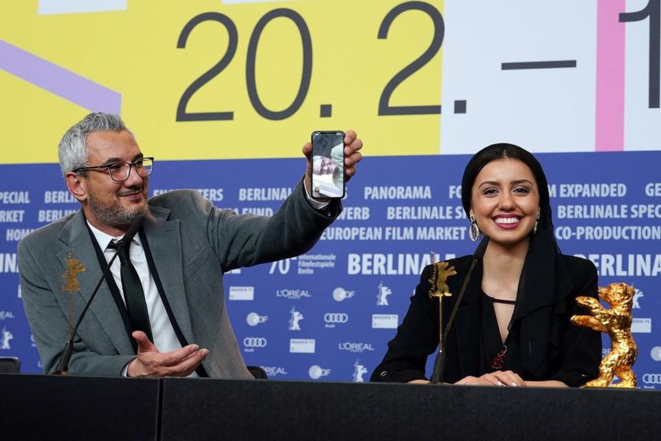 En iyi Film ödülü alan Mohammad Rasoulof, Berlin Film Festivali'ne telefonla katılabilmişti