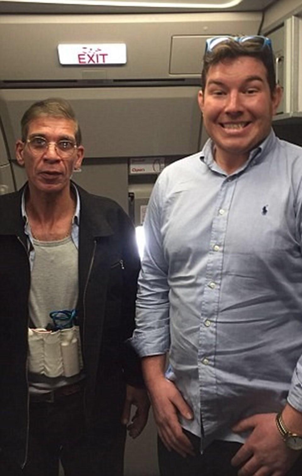 Innes, hava korsanı ile çektirdiği selfie sonrasında, uçaktan kaçarak uzaklaşan yolcular arasında da görülmüştü.