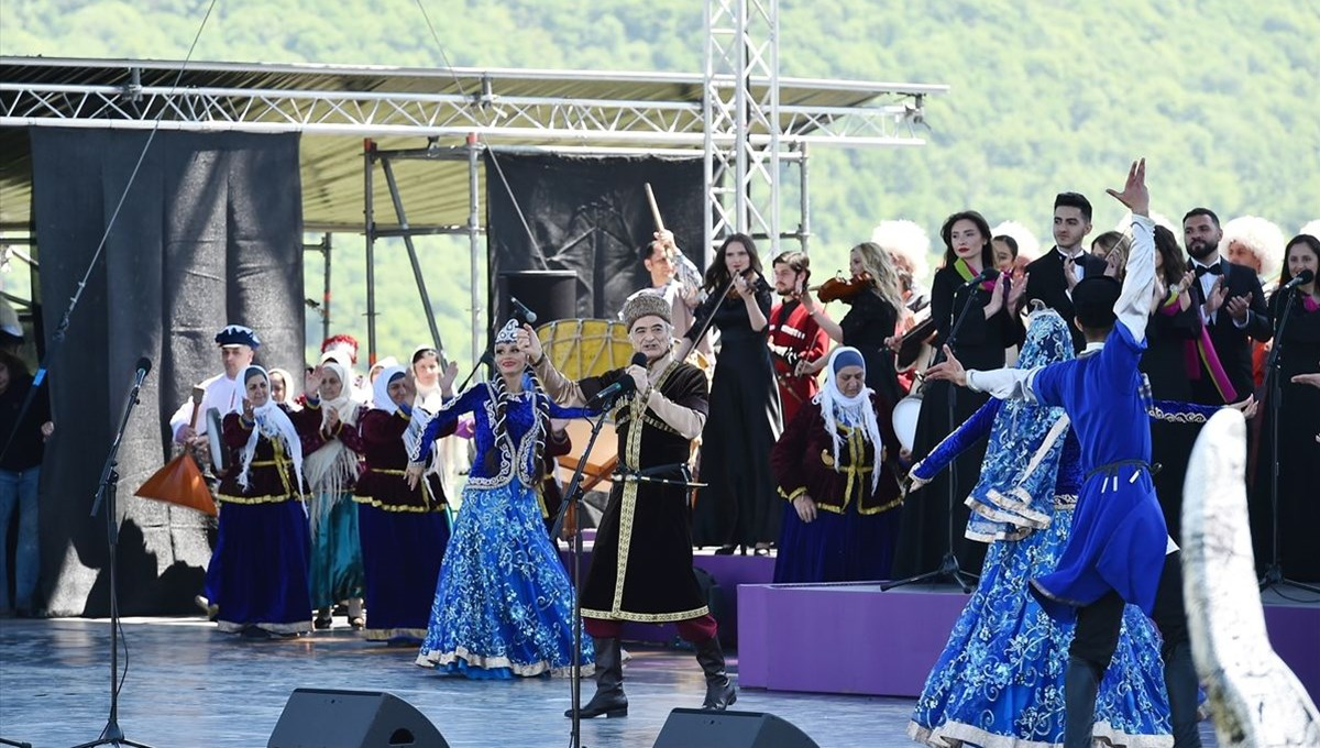 Karabağ'ın sembol şehri Şuşa'da Harıbülbül müzik festivali