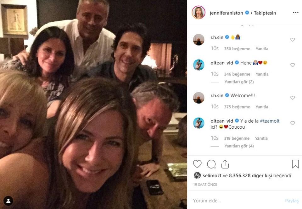 Aniston paylaşımına David Schwimmer, Matt LeBlanc, Courteney Cox ve Lisa Kudrow'u etiketledi.